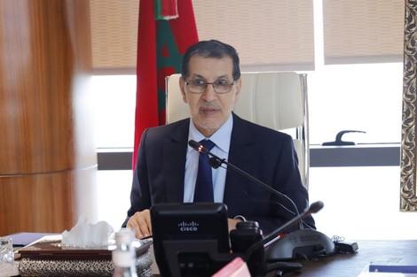 """الحكومة تُقر قانوناً جديداً لردع سلوكات المغاربة على """"فايسبوك"""""""