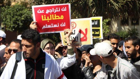 """""""أساتذة التعاقد"""" يطالبون بتمكينهم من الحركة الانتقالية الوطنية بدل """"اعتقالهم"""" في الجهات"""