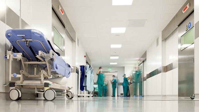 """متاجرة المصحات الخاصة بمآسي مرضى """"كورونا""""  ومطالبة وزارة الصحة بالمراقبة"""