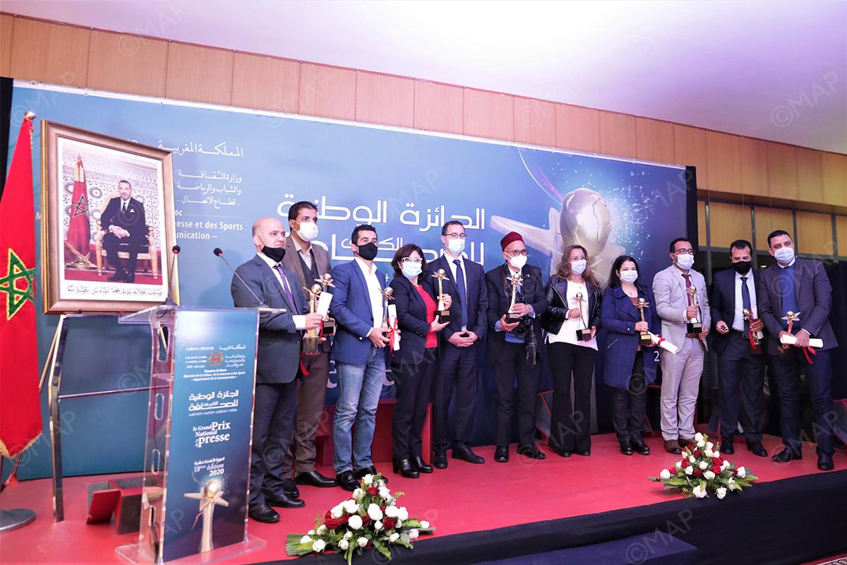 تتويج الفائزين بالجائزة الوطنية الكبرى للصحافة في دورتها الثامنة عشر