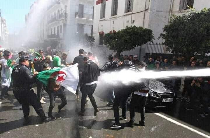 """خبير مغربي: الجزائر تردد """"أسطوانة مشروخة"""" منذ زمن الحرب الباردة"""