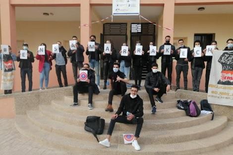 """محتجون يتظاهرون دفاعا عن """"دبلوم مهندس دولة"""""""